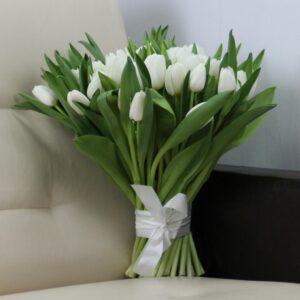 Як вибрати і доглядати за букетом тюльпанів?
